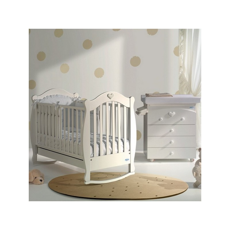 High Quality A Small Bedroom With A Cot And Baby Bath Susy Baby Italia Mattress Free