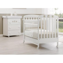 Molly Erbesi bedroom - cot and mattress - baby bath / changing table