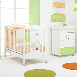 Teneri Incontri Foppapedretti bedroom with cot and dresser - free mattress and maialino