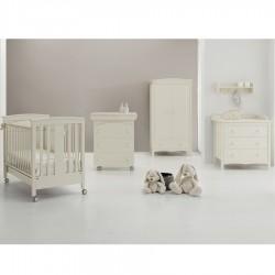 Sonia Erbes Schlafzimmer Bett, Schrank, Kommode und Babywanne + Matratze als Geschenk