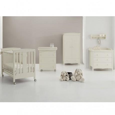 Sonia Erbes lit d'une chambre, une armoire, une commode et un bain de bébé+matelas comme cadeau