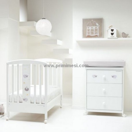 Baby cot and bath with the Pekos Foppapedretti + diaper container and mattress are free.