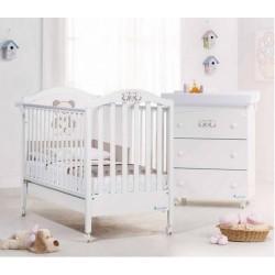 Schlafzimmer mit Kinderbett und Wickelauflage für Baby - Geschenk matratze
